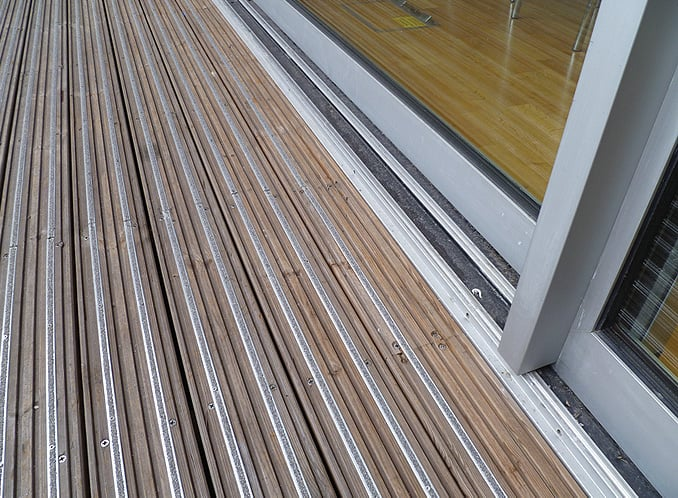 Anti-slip decking inserts silver outside
